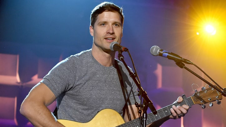 See Walker Hayes' Relaxed 'You Broke Up With Me' on 'Today'