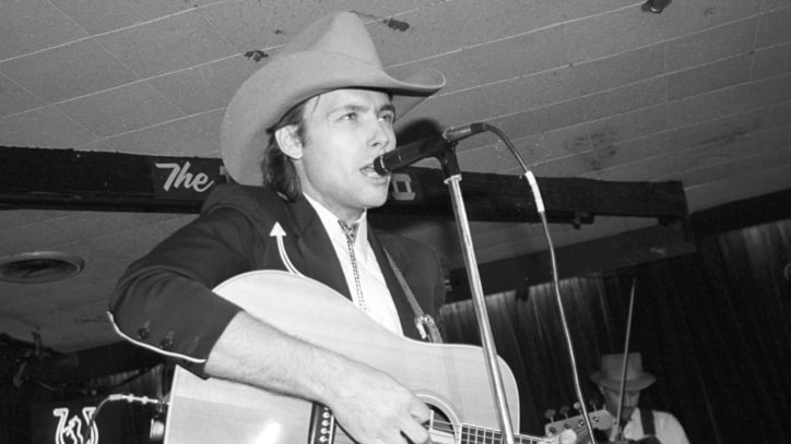 Flashback: Dwight Yoakam Bridges Genres, Generations With Wild 'Guitars'