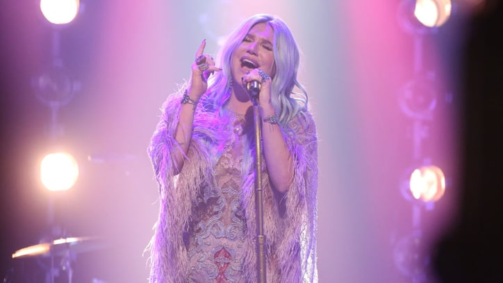 On the Charts: Kesha Returns to Number One With 'Rainbow'