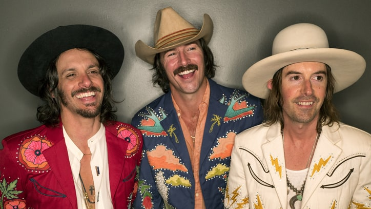 On the Charts: Midland's 'Drinkin' Problem' Goes Number One
