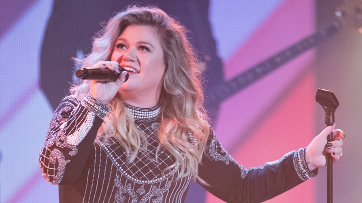 Hear Kelly Clarkson's Slinky Cover of Prince's 'Kiss'