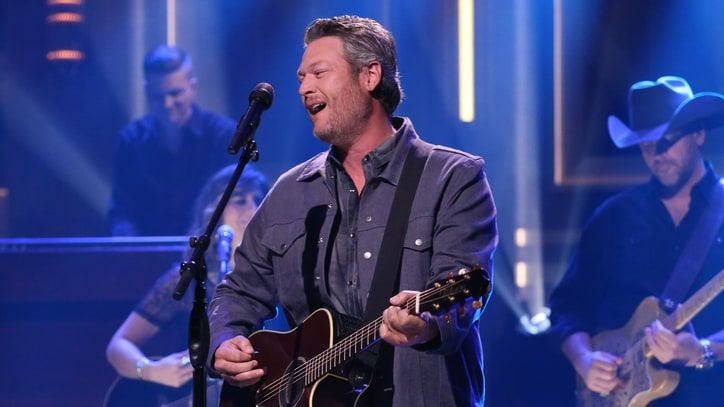 Watch Blake Shelton Sing New Song, Eat Raw Onion on 'Fallon'