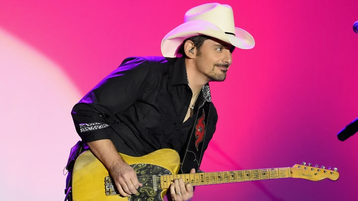 Brad Paisley Extends Weekend Warrior Tour With New 2018 Dates