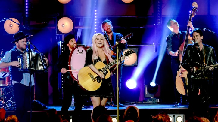 See Kesha, Old Crow Medicine Show's Joyous 'Your Love Is My Drug' on 'Crossroads'