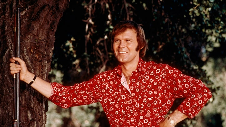 Glen Campbell, 'Rhinestone Cowboy' Singer Who Fused Country and Pop, Dead at 81