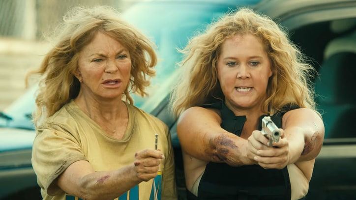 Watch Amy Schumer, Goldie Hawn Battle Kidnappers in 'Snatched' Trailer