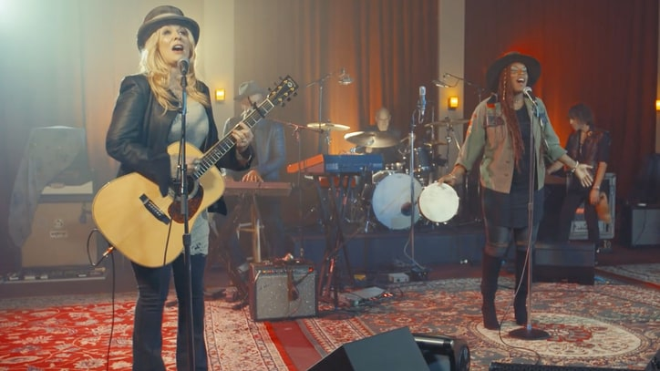 Watch Heart's Nancy Wilson Perform Funky 'Get Loud' With New Band