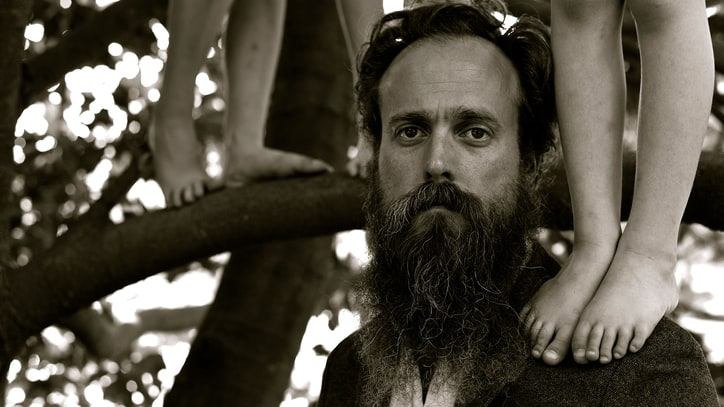 Review: Iron & Wine Reassumes Role as Indie-Folk Romantic on Most Convincing LP in Years