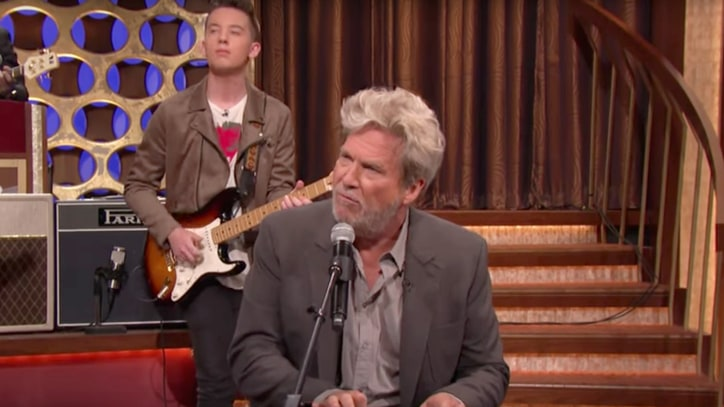 See Jeff Bridges Cover Bob Dylan's 'The Man in Me' on 'Conan'