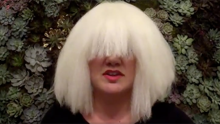 See Kelly Clarkson Cover 'Chandelier' in Sia Wig for Halloween