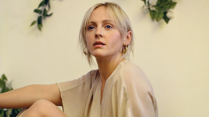 Review: Laura Marling Sings Woman-to-Woman on 'Semper Femina'