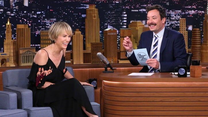 See Kristen Wiig, Jimmy Fallon Improvise Absurd Scene From Mad Libs