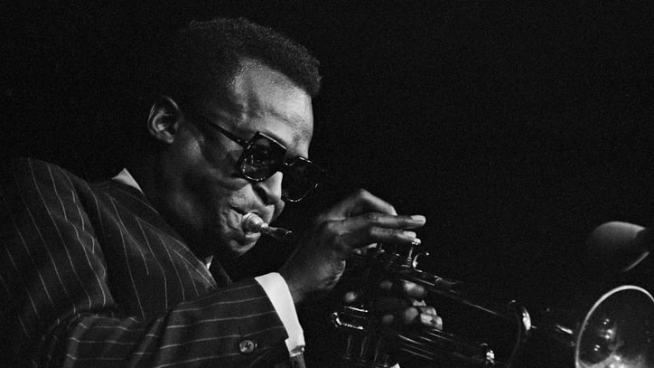 Hear Miles Davis Request Champagne, Rehearse Band in 1967 Studio Outtake