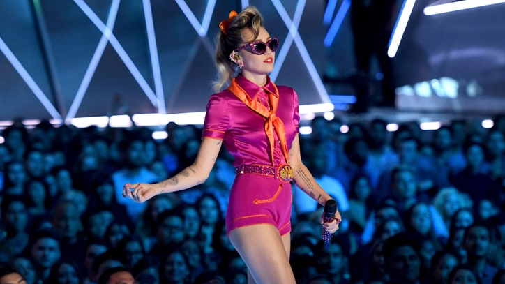 VMAs 2017: Watch Miley Cyrus Go Retro in 'Younger Now' Performance
