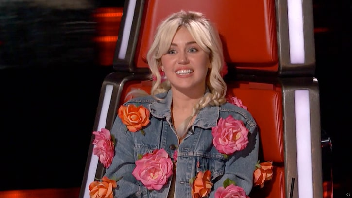 Watch Miley Cyrus, Blake Shelton Duel for Country Artists on 'The Voice'