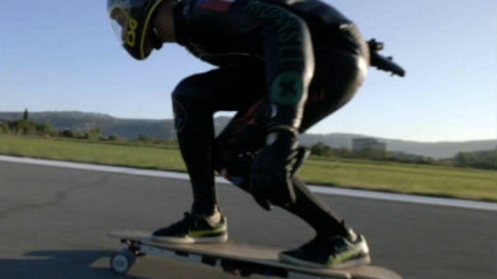 Watch the World's Fastest Electric Skateboard Set a New Record