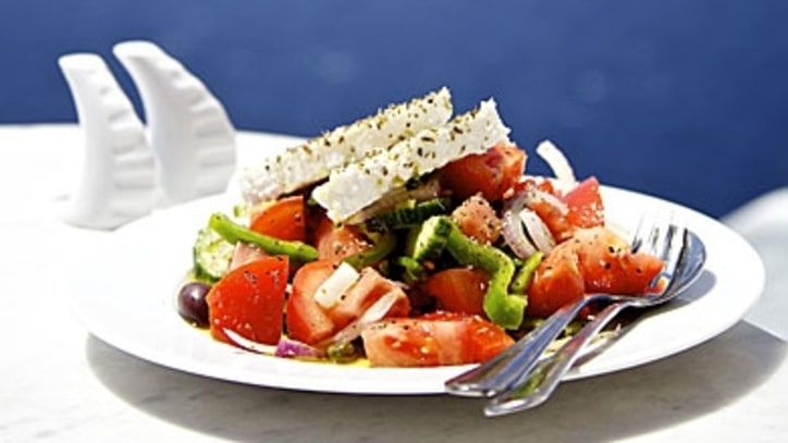 How to Make an Authentic Greek Salad