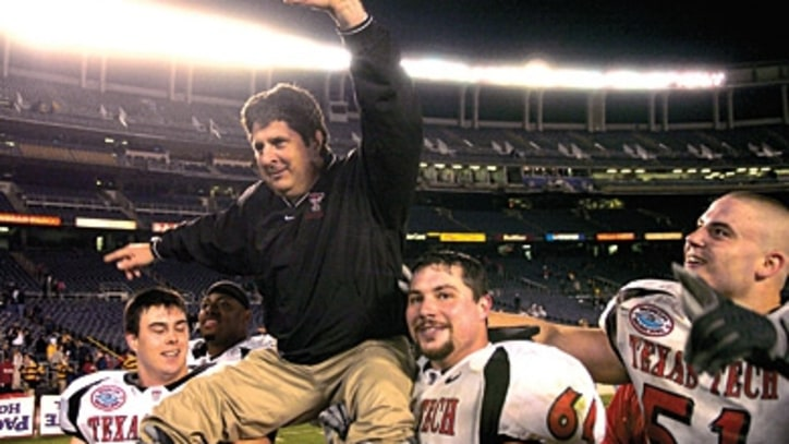 In This Issue: The Resurrection of Mike Leach