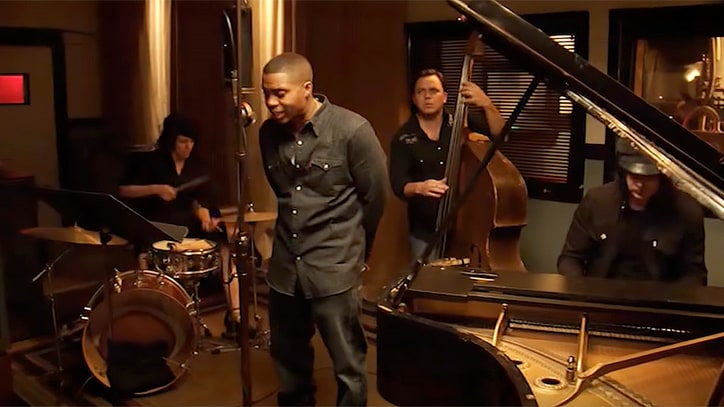 See Nas, Jack White Perform Breathless 1920s Version of 'One Mic'