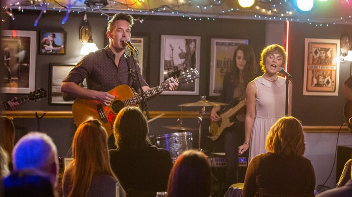 'Nashville' Recap: Rayna Signs, the Exes Sing