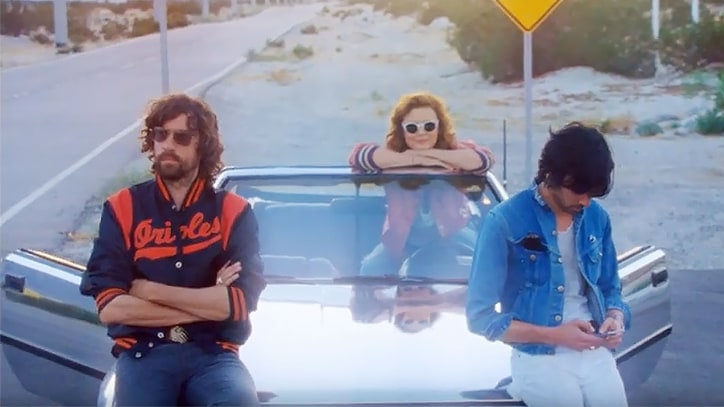 Watch Justice, Susan Sarandon Cruise Through Desert in 'Fire' Video