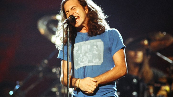 Pearl Jam, Nirvana, Chili Peppers Top Year in Rock Sales