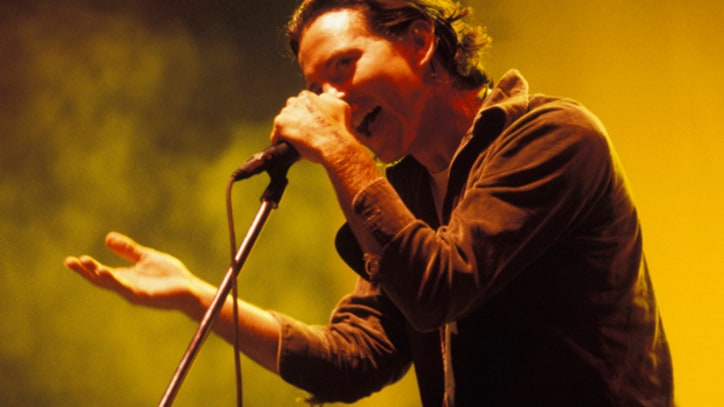Pearl Jam Hit Snags in First Show in a Year