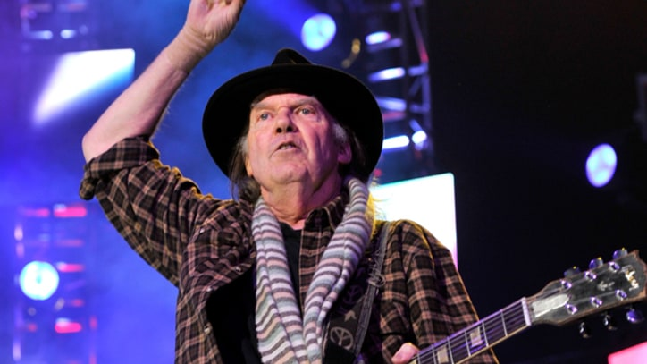 Neil Young Returning to U.S. to Headline Interlocken Festival