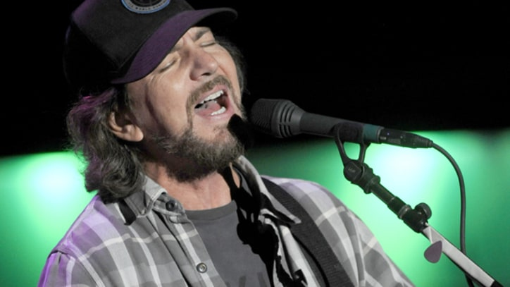 Pearl Jam Send Get-Well Message to Mookie Blaylock