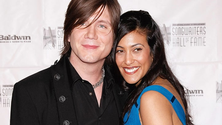 Goo Goo Dolls Frontman John Rzeznik Marries Longtime Girlfriend