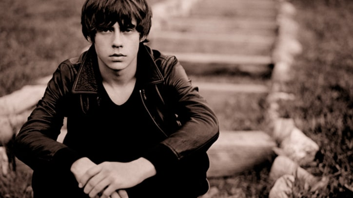 Jake Bugg Shows Guitar Skills on 'Slumville Sunrise' – Song Premiere