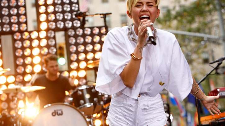 On the Charts: Miley Cyrus' 'Bangerz' Finally Kicks In