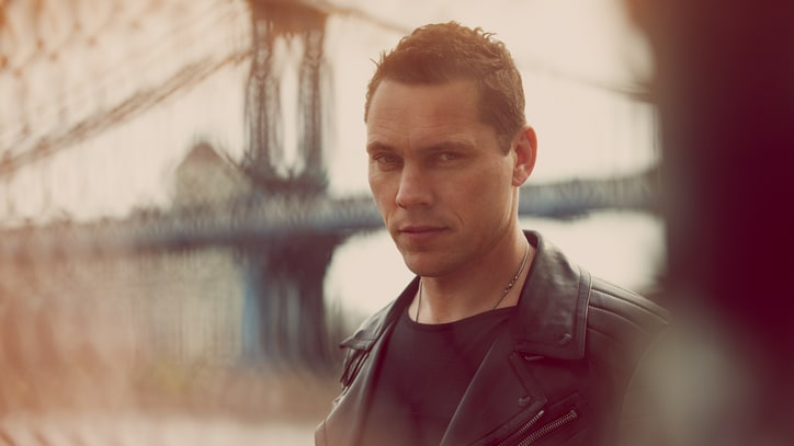 Tiesto and Friends Remix 'Love & Run'