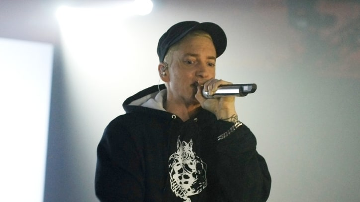 On the Charts: Eminem Scrambles Back to the Top