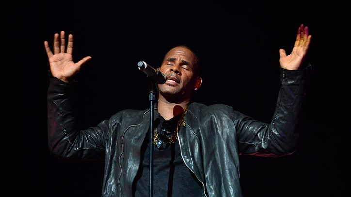 R. Kelly Streams 'Black Panties' Early