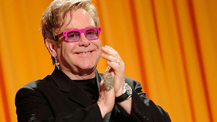 Digest: Elton John to Host 'Saturday Night Live'; Foo Fighters Play Secret Show in London