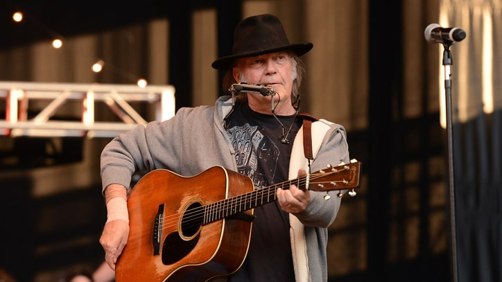 Neil Young Lines Up Tour Dates for 2014