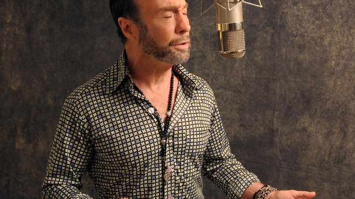 Paul Rodgers Wails Otis Redding's 'I've Been Loving You Too Long'