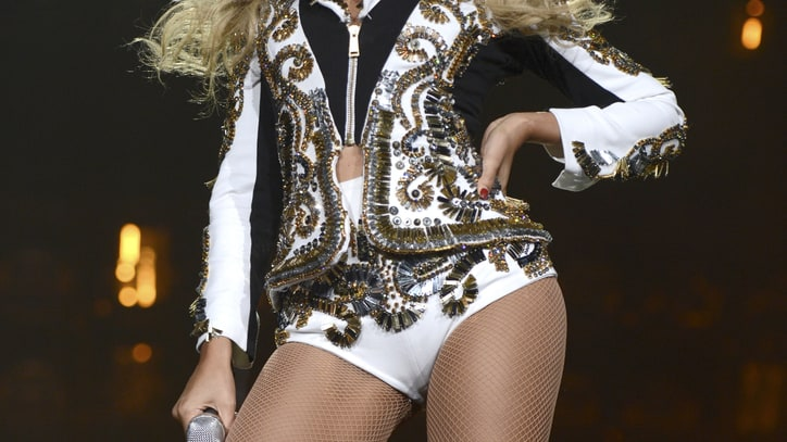 On the Charts: Beyonce Stays Fierce