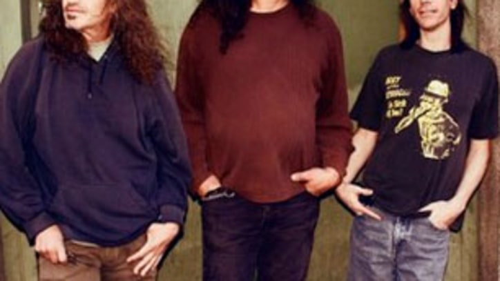 Exclusive Download: Meat Puppets Keep Up Their Hot Streak With 'Damn Thing'