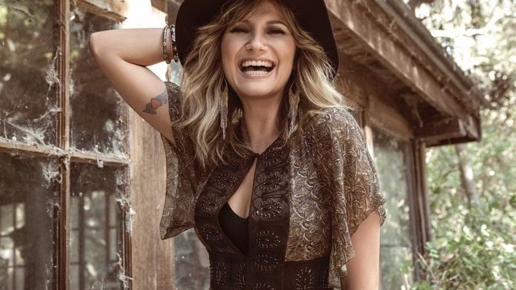Jennifer Nettles on Virginity, Solo LP, Living Her Best Twitter Life