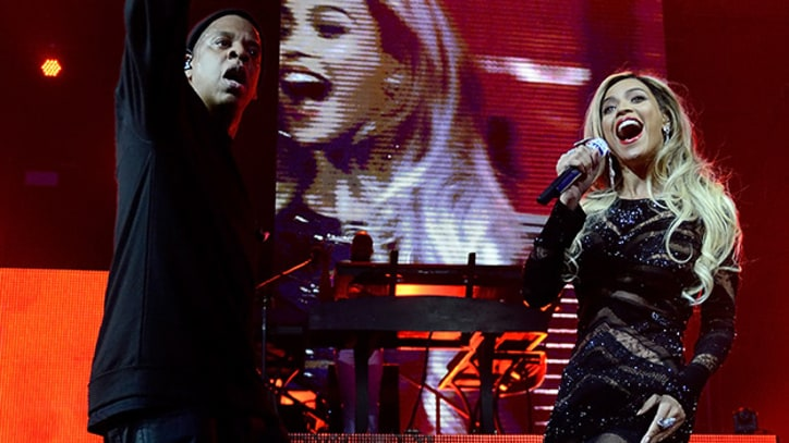 Jay Z and Surprise Guest Beyonce Tackle DirecTV's Super Bowl Party