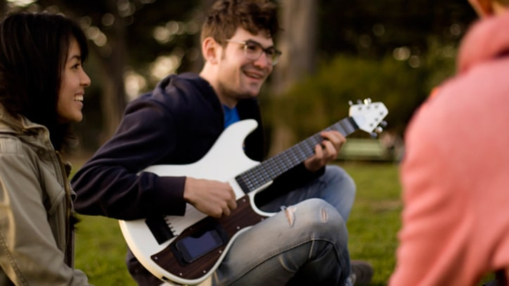 gTar iPhone Guitar Makes Waves on Kickstarter