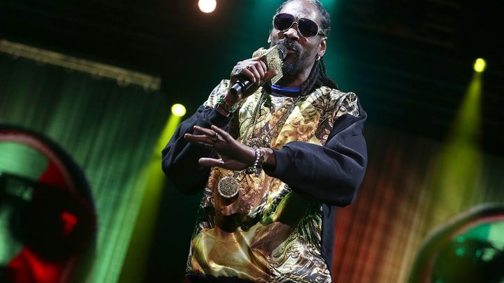 Snoop Dogg Solicits Love Stories From Reddit Users
