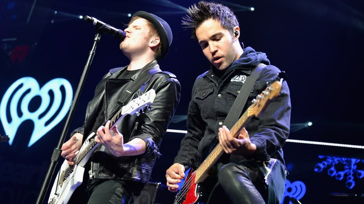 Fall Out Boy Releasing 'Flappy Bird' Update 'Fall Out Bird 2.0'