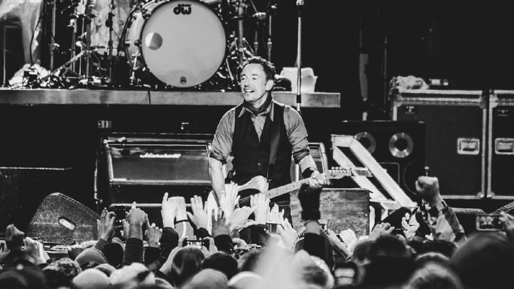 Bruce Springsteen Launches U.S. 'High Hopes' Tour With NCAA Blowout