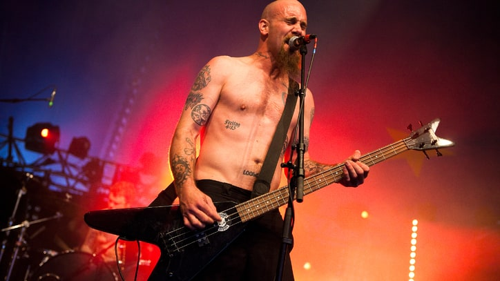 Nick Oliveri Reunites Onstage With Queens of the Stone Age