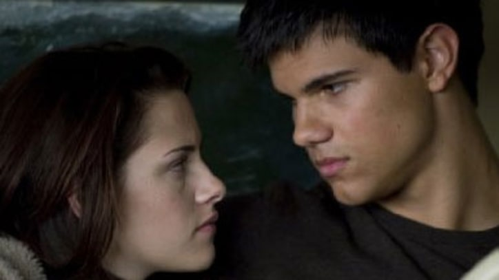 At The Movies With Peter Travers: The Twilight Saga: New Moon
