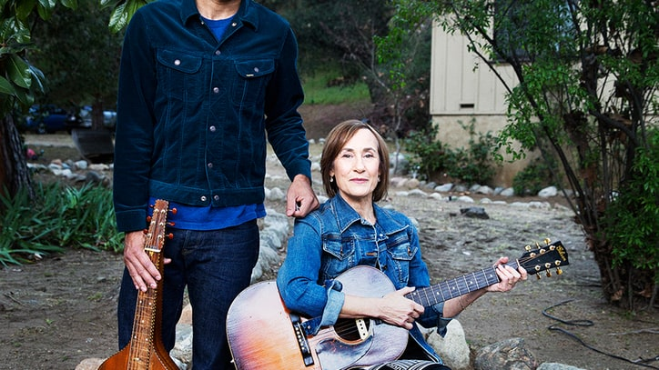 Stream Ben and Ellen Harper's New Collaborative LP, 'Childhood Home'