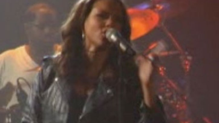 Video: Alicia Keys Performs 'You Don't Know My Name' At World AIDS Day Benefit Concert